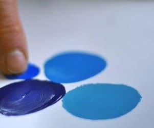 Farbtest mit Finger